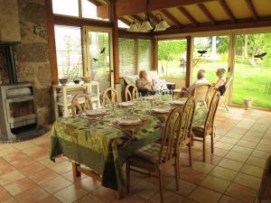 Restaurant ou autre lieu de restauration dans l'établissement L'Horizon Vert