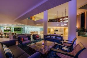 A restaurant or other place to eat at Renaissance Aruba Resort & Casino