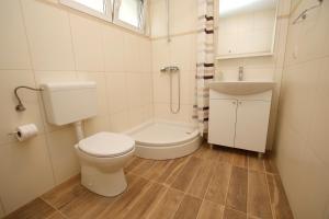 A bathroom at Apartments Luna