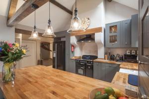 A kitchen or kitchenette at Three Little Pigs Luxury Cottage
