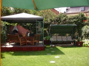 A garden outside Villa-Hotel Escala
