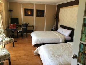 A bed or beds in a room at Mac B&B