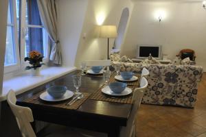 Restauracja lub miejsce do jedzenia w obiekcie MiłoTu - Apartament Uniwersytecki