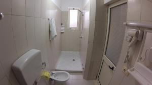 A bathroom at Hotel 4 Stinet