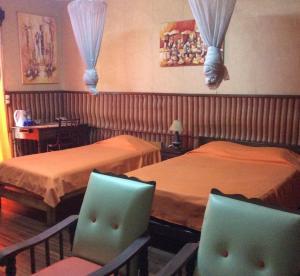 A restaurant or other place to eat at TANA-JACARANDA