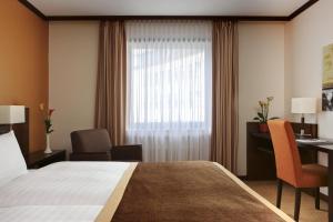 A bed or beds in a room at Steigenberger Dortmund