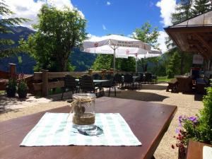 Ein Restaurant oder anderes Speiselokal in der Unterkunft Alpenhof Schwaiger