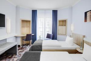 Ein Bett oder Betten in einem Zimmer der Unterkunft IntercityHotel Hamburg Altona
