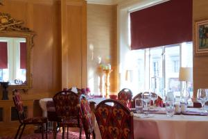 A restaurant or other place to eat at Chester Station Hotel, Sure Hotel Collection by Best Western