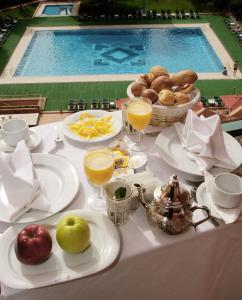 Options de petit-déjeuner proposées aux clients de l'établissement Atlas Asni