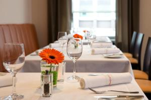 A restaurant or other place to eat at IntercityHotel Mainz