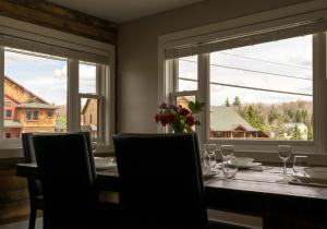 A restaurant or other place to eat at Lake Placid Inn: Residences