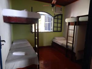 A bunk bed or bunk beds in a room at Beach House Ilha Grande