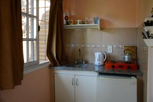 A kitchen or kitchenette at Los Tres Duendes
