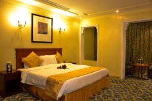 Cama ou camas em um quarto em Odst Jeddah Hotel