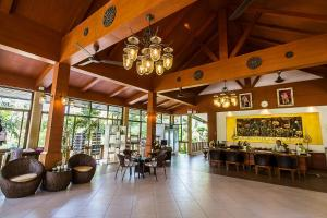 A restaurant or other place to eat at Coco Palm Beach Resort