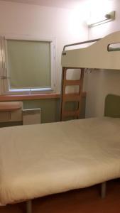 Un ou plusieurs lits superposés dans un hébergement de l'établissement ibis budget Orly Rungis