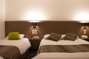 Un ou plusieurs lits dans un hébergement de l'établissement Brit Hotel Le Kerotel