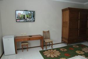A television and/or entertainment center at Comfort