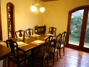 Um restaurante ou outro lugar para comer em Casa do sol