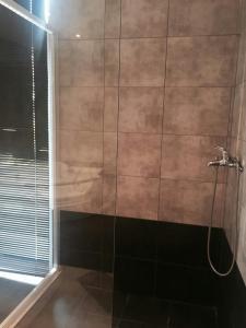 A bathroom at Feevos