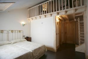 Cama o camas de una habitación en Hotel Balneario La Hermida