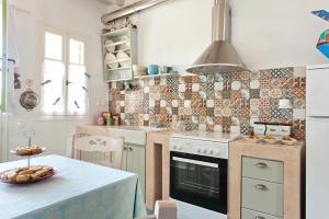 Η κουζίνα ή μικρή κουζίνα στο Skaris Guesthouse Tinos