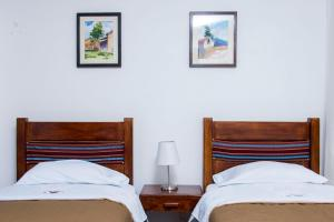 A bed or beds in a room at Hotel & Bungalows Villa Valencia