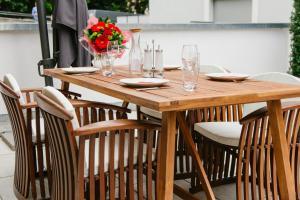 Ein Restaurant oder anderes Speiselokal in der Unterkunft Stadthaus Regensburg
