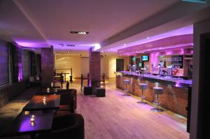 The lounge or bar area at Royal George Hotel