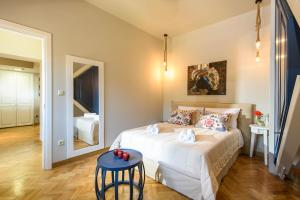 A bed or beds in a room at Candia Suites & Rooms