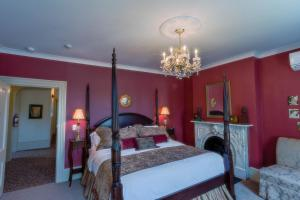 A room at The Woodview Inn