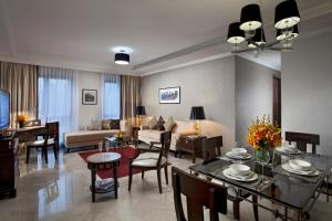 A restaurant or other place to eat at Orchard Parksuites by Far East Hospitality