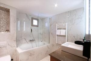 A bathroom at Le Rhul