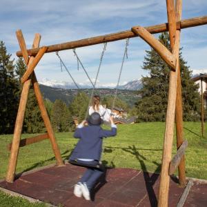 Aire de jeux pour enfants de l'établissement Hôtel de charme la Poste