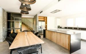 Cuisine ou kitchenette dans l'établissement Le Kube Annecy centre Villas Prestige