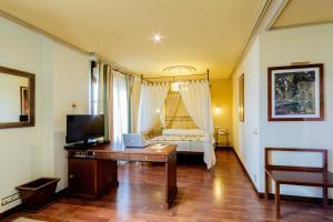 A room at Hotel Azofra