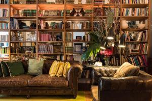 De lounge of bar bij Casa do Barao