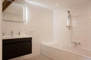 A bathroom at Ruyge Weyde Logies, Farm