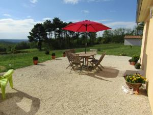 A porch or other outdoor area at Les Bayles