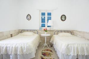 A bed or beds in a room at Tzionis Petroktisto (Stonehouse)