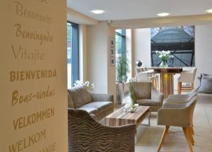 A seating area at Parkhotel Oberhausen