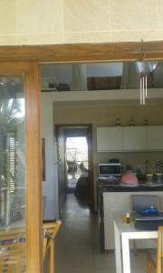 A kitchen or kitchenette at Apartamento Taiba 2 suítes