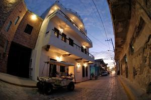 The facade or entrance of Casa Sirena Hotel Isla Mujeres