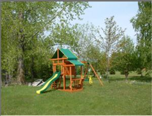 Children's play area at Auberge - Motel Le Pigeonnier