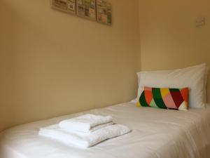 A bed or beds in a room at Vicarage Lodge Birmingham