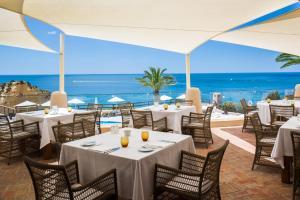 A restaurant or other place to eat at Vilalara Thalassa Resort