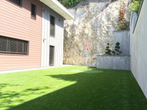 Jardin de l'établissement Le Kube Annecy centre Villas Prestige