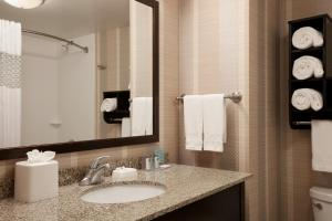 Coffee and tea-making facilities at Hampton Inn & Suites Madison Downtown