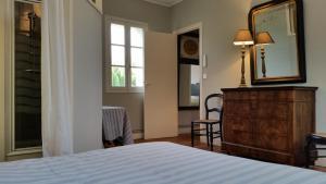 A room at Le Cottage de Château de Grenier